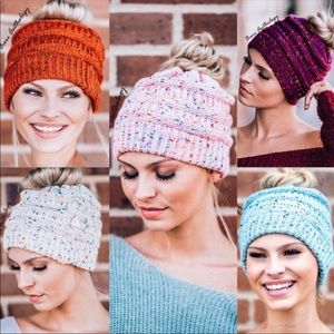 Other - Cable Knit Hat Messy Bun Ponytail New